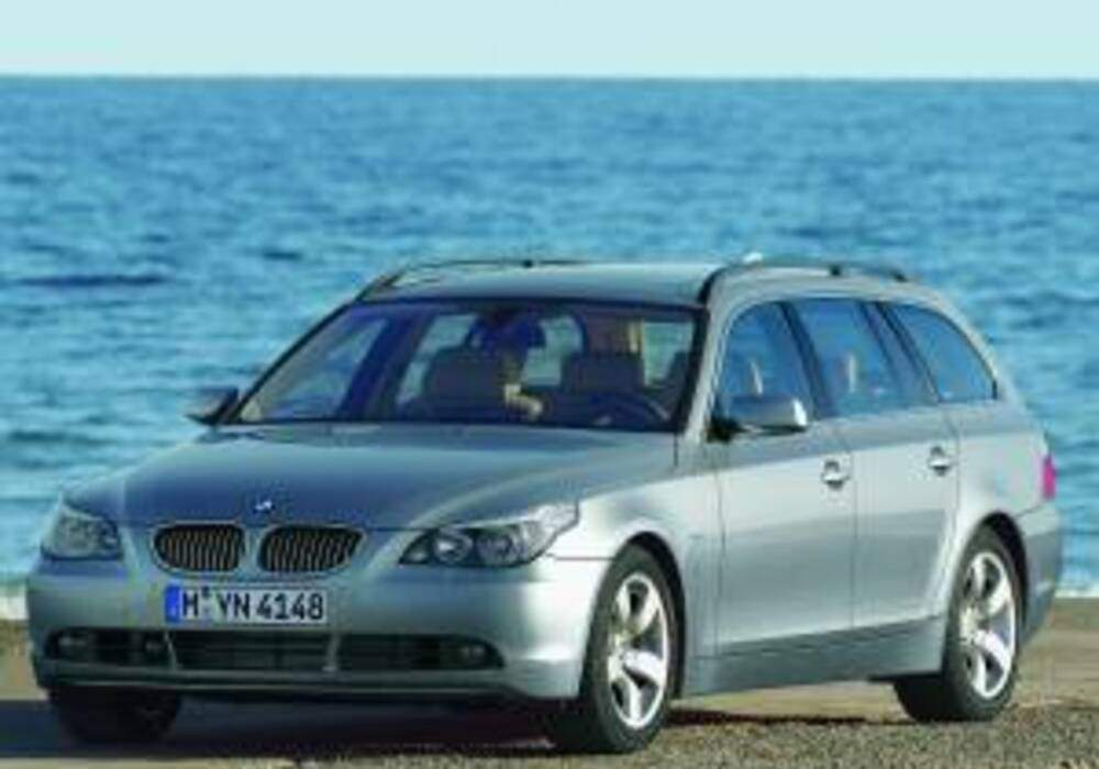 fiche technique bmw 530d touring e61 2004 2005. Black Bedroom Furniture Sets. Home Design Ideas