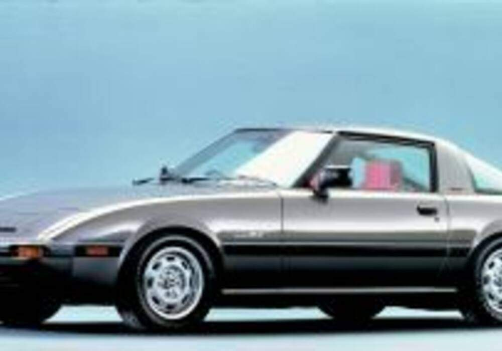 fiche technique mazda rx 7 turbo 1985. Black Bedroom Furniture Sets. Home Design Ideas