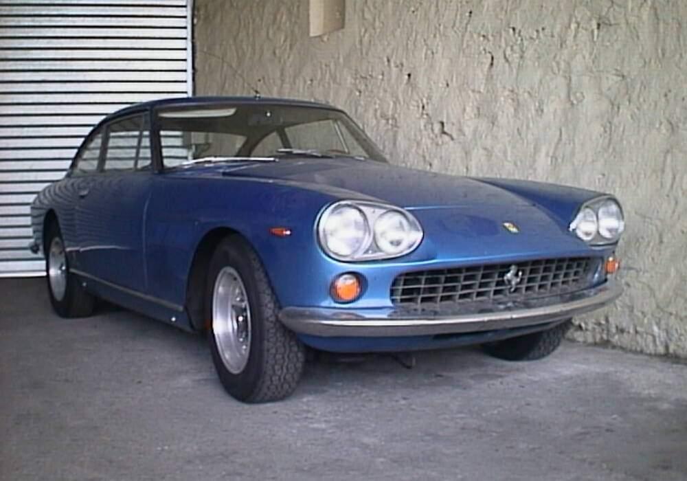 Fiche technique Ferrari 330 GTE 2+2 (1964-1967)