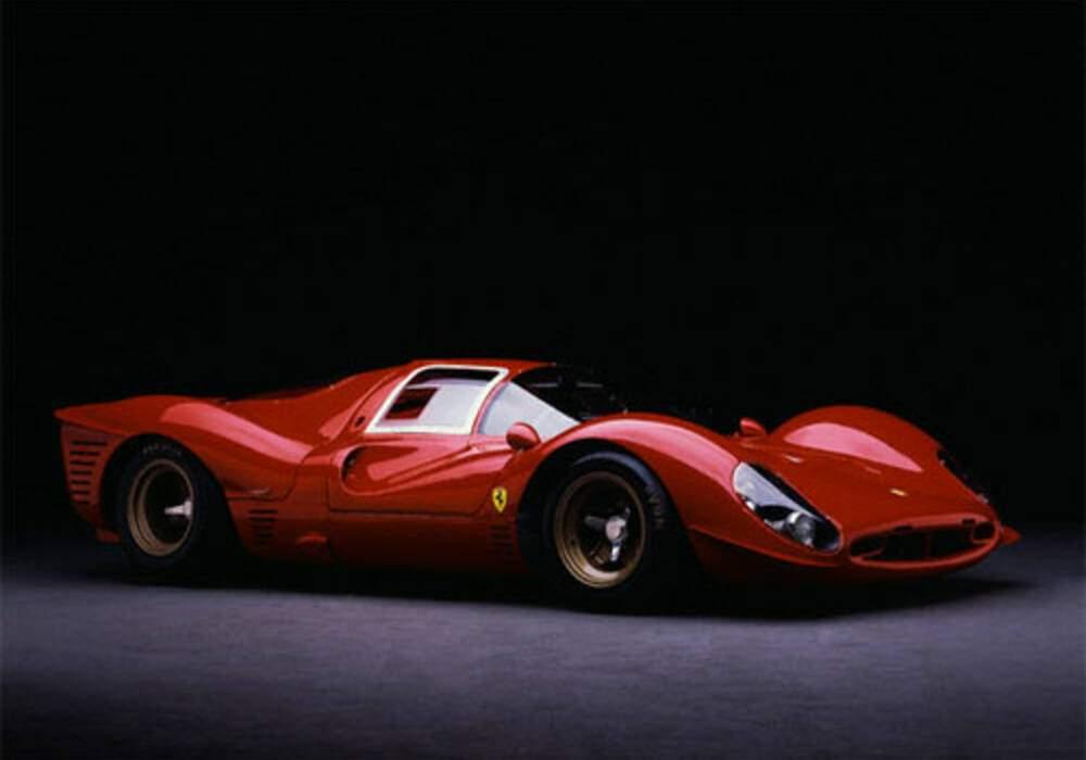 Fiche technique Ferrari 330 P4 (1967)