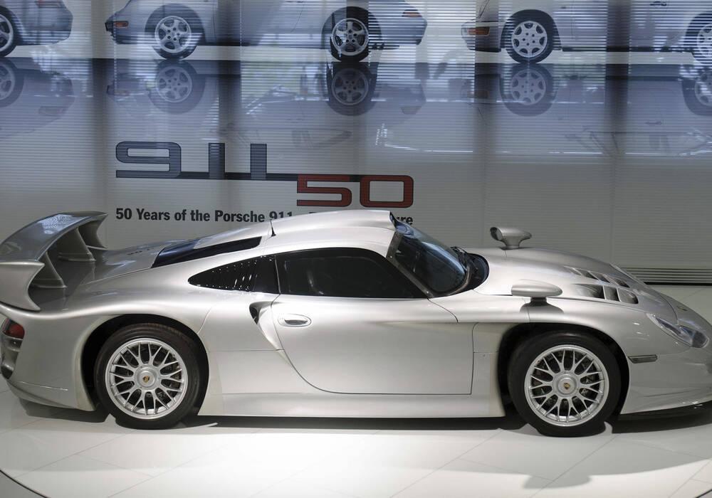 Fiche technique Porsche 911 GT1 Straßenversion (1996-1998)