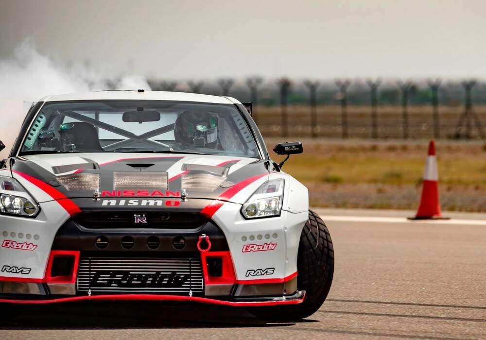 La Nissan GT-R Nismo drifte à plus de 300 km/h