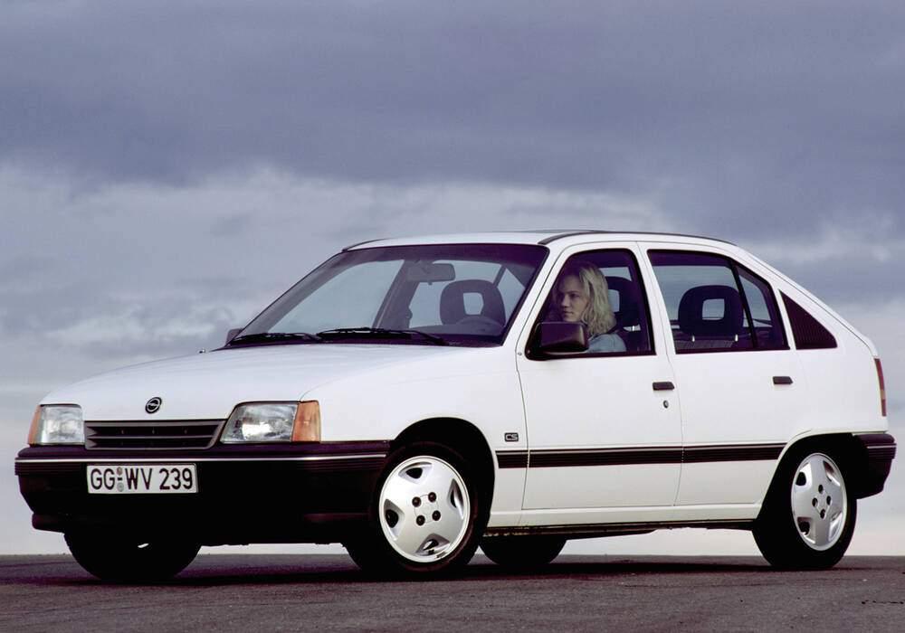 Fiche technique Opel Kadett V 1.6S (1987-1991)