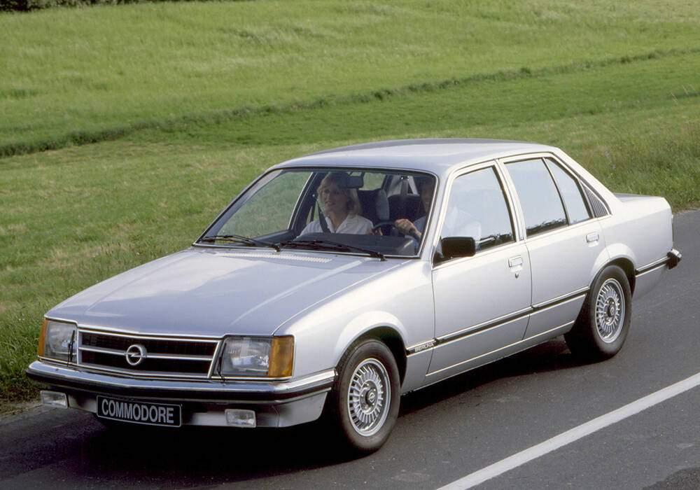 Fiche technique Opel Commodore III 2.5 E (1980-1982)