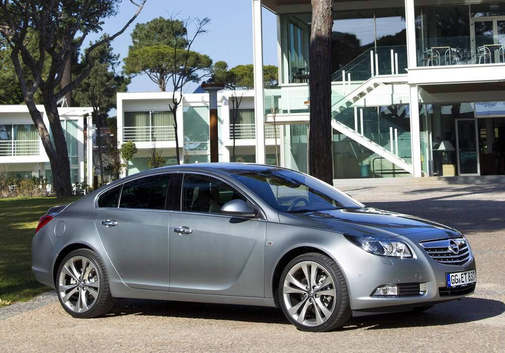 Fiche technique Opel Insignia 2.0 CDTi BiTurbo 195 (2011-2015)
