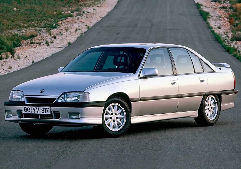 Fiche technique Opel Omega 3.0i (A) (1988-1992)