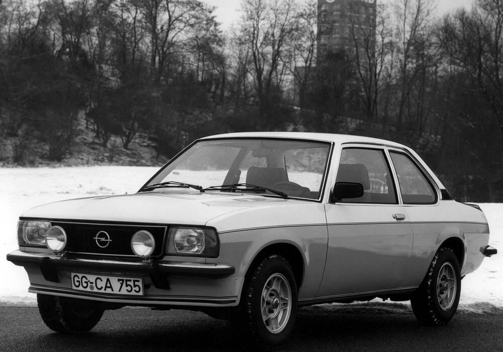 Fiche technique Opel Ascona II 2.0 E (B) (1980-1981)
