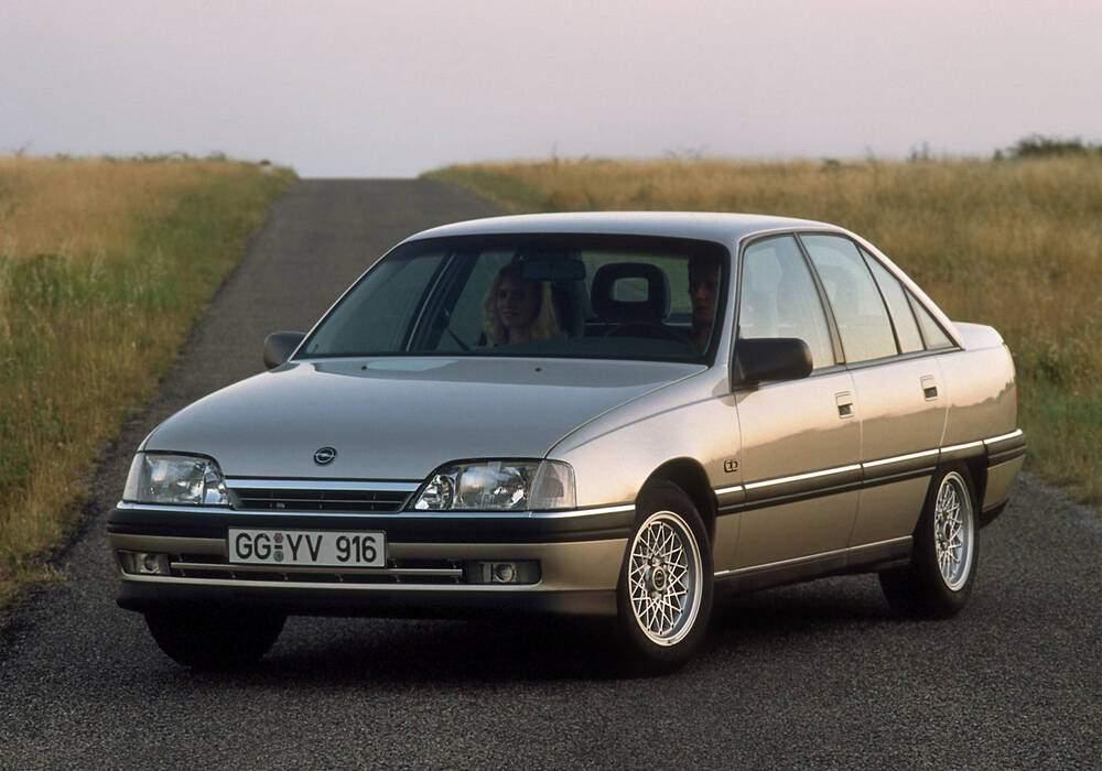 Fiche technique Opel Omega 2.0i (A) (1986-1993)