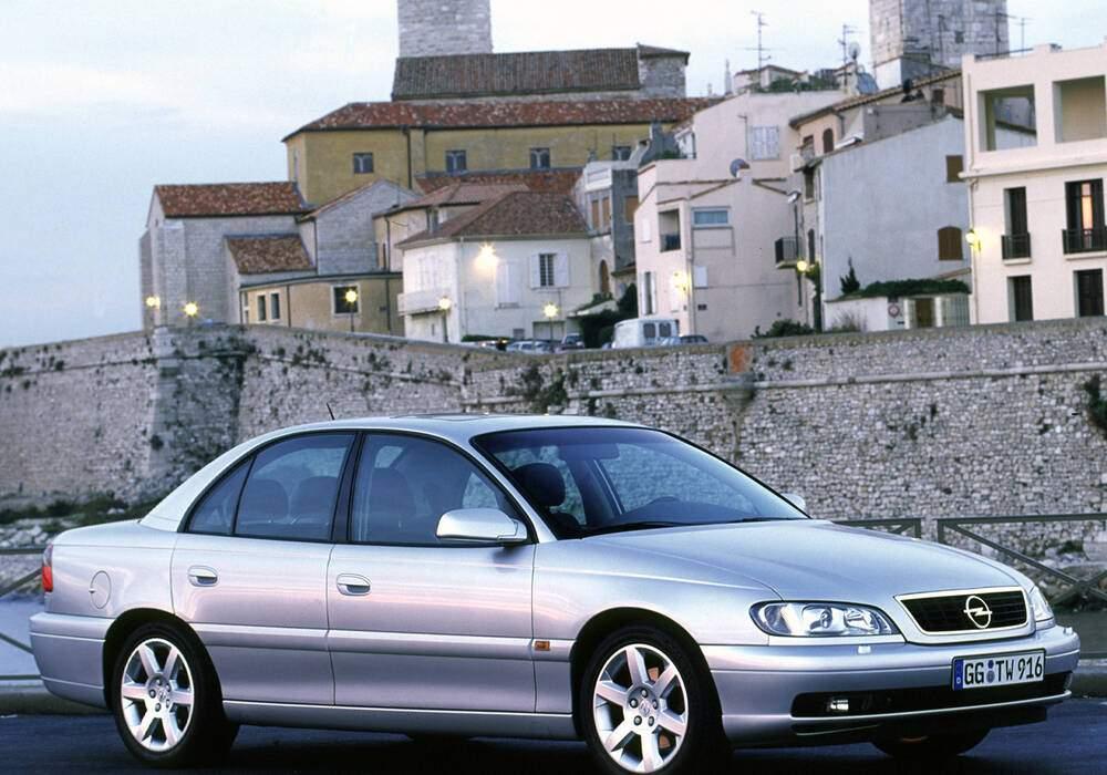 Fiche technique Opel Omega 5.7 V8 (2000)