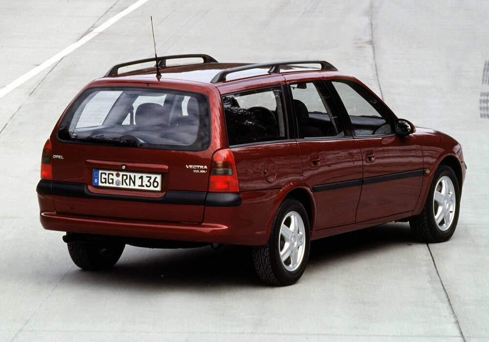 Fiche technique Opel Vectra II Caravan 2.0 16v (B) (1995-2000)