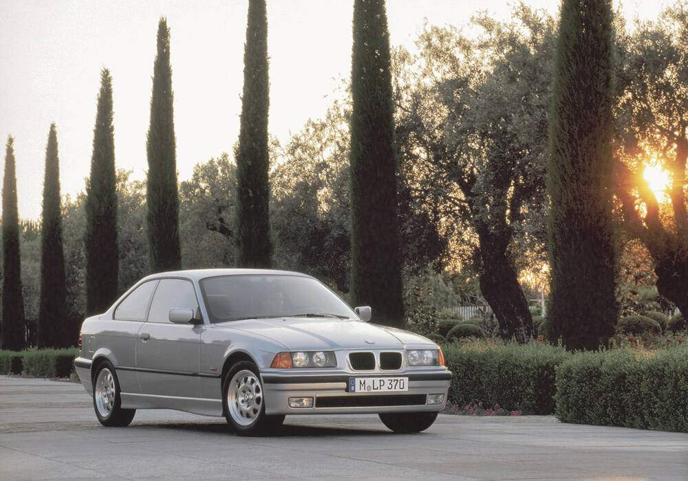 Fiche technique BMW 320i Coupé (E36) (1992-1999)