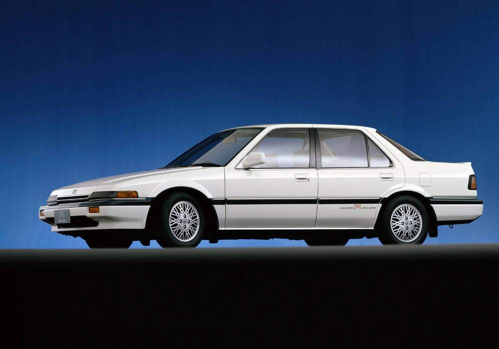 Fiche technique Honda Accord III 2.0 Si « F-1 Special Edition » (1986)