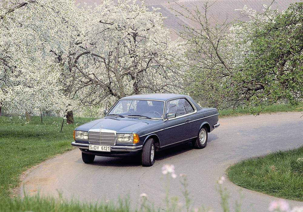 Fiche technique Mercedes-Benz 230 CE (C123) (1980-1985)