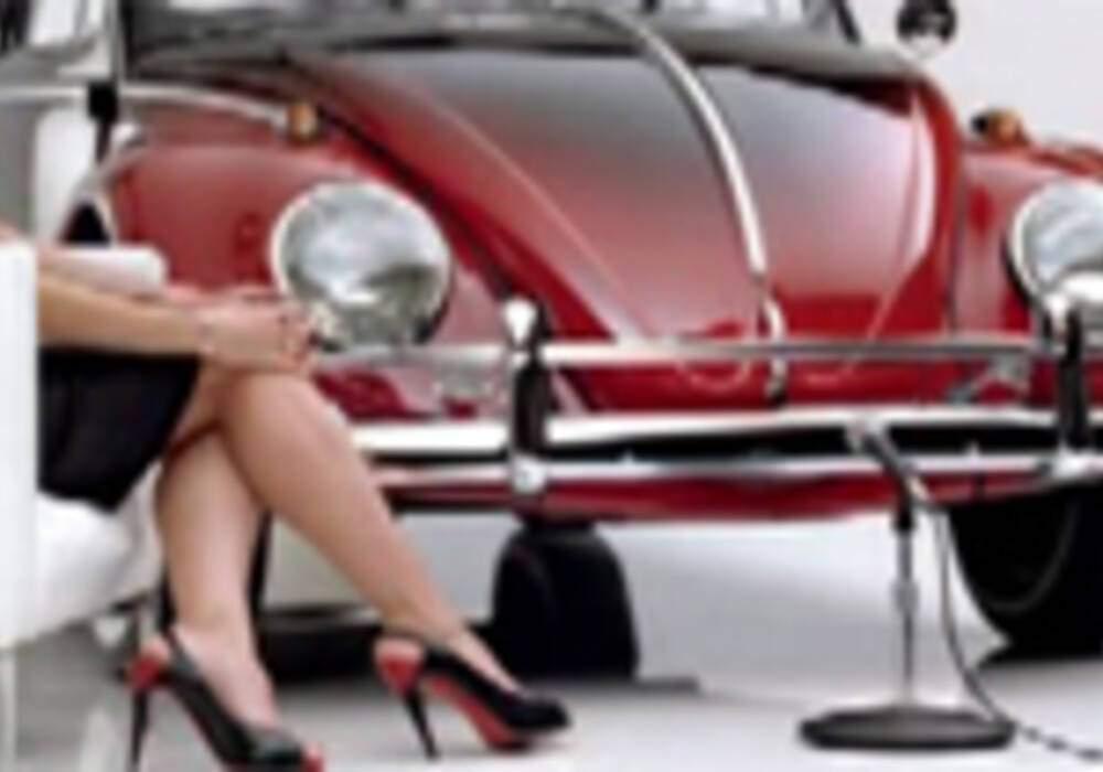 Publicité Volkswagen - Heidi Klum fait rougir une coccinelle