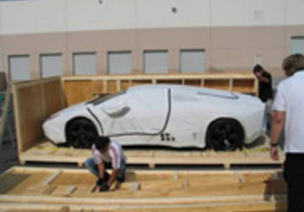 Acheminenent d'une Lamborghini Reventon sous haute protection