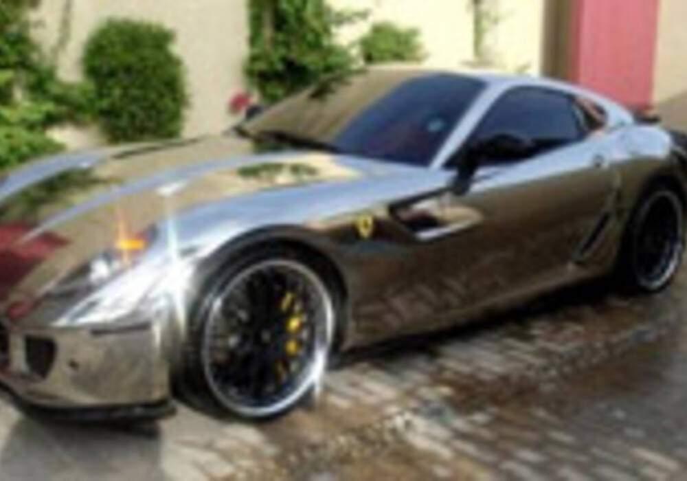 Une Ferrari 599 chromée