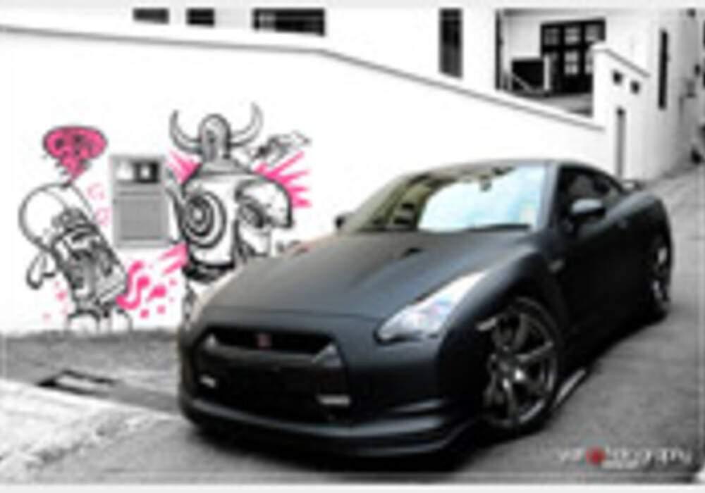 Nissan GT-R, séance photos en noir mat