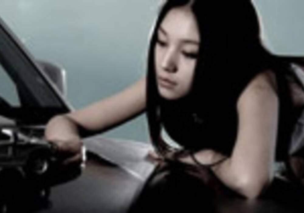 Photos Girls: ChangFeng à des vues sur Hummer