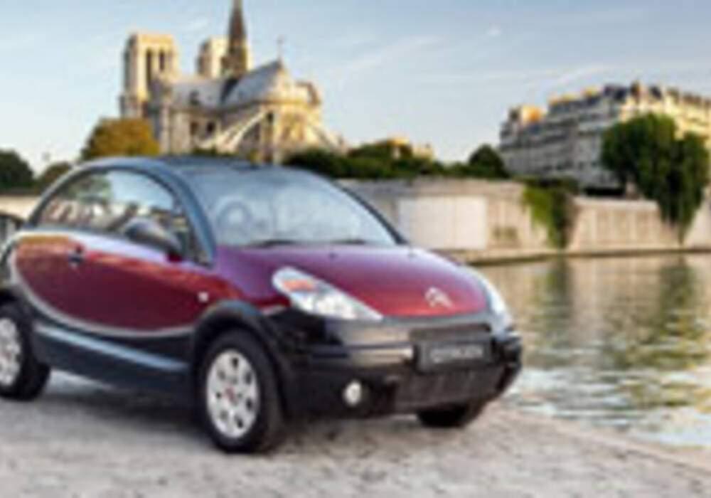 Hommage à la 2cv avec la Citroën C3 Pluriel Charleston