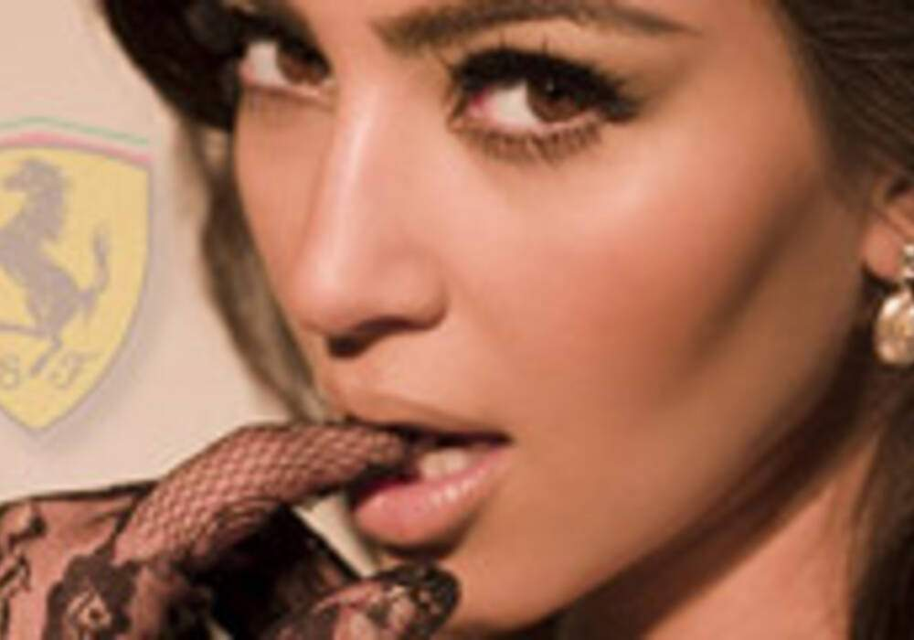 La sexy Kim Kardashian roule en supercars