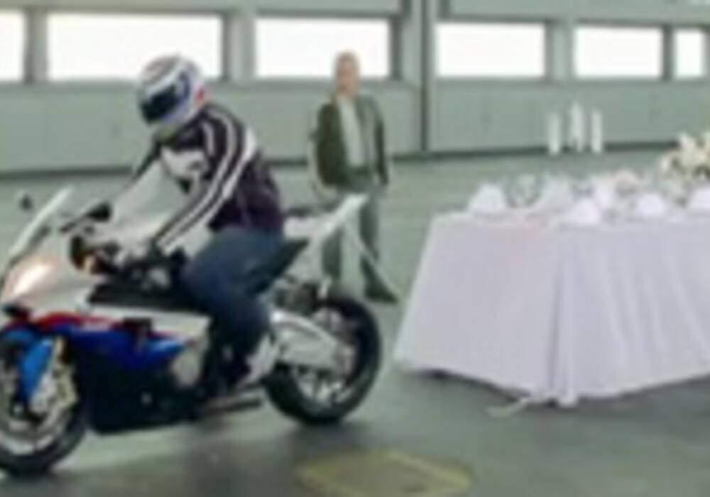 Vidéo: BMW S1000 RR, la virtuose en action