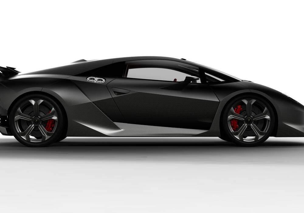 Lamborghini Sesto Elemento, missile carbonique