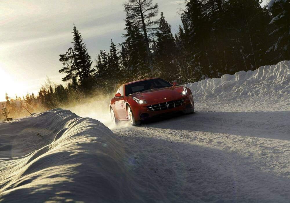 La Ferrari FF aux mains de Markku Alen sur neige