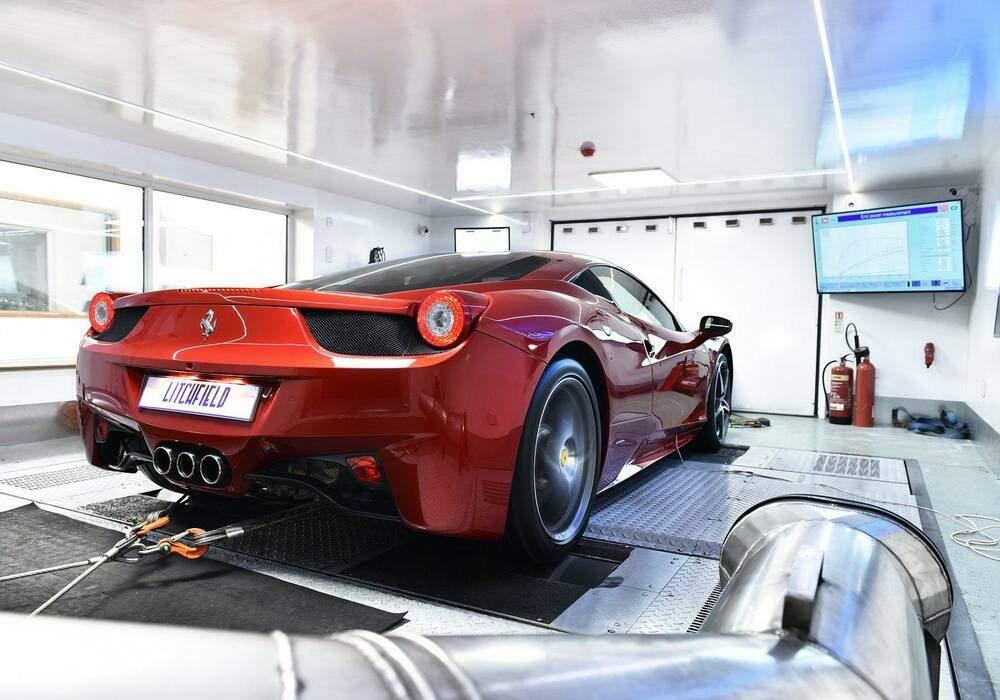 Litchfield s'attaque à la Ferrari 458 Italia