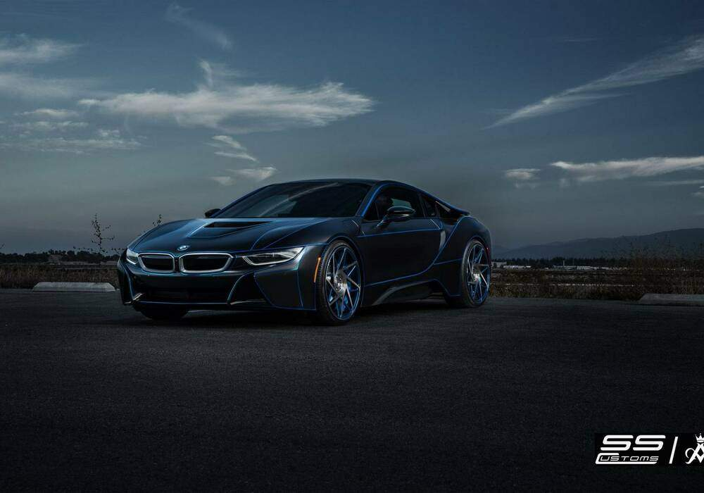 SS Customs « Tronise » une BMW i8