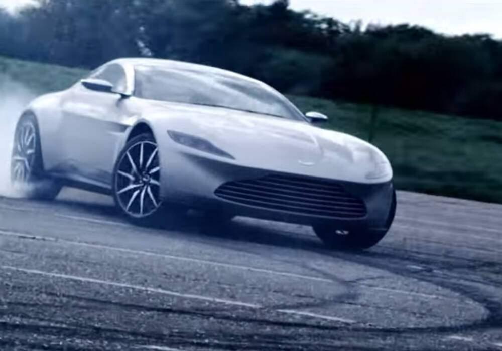 Aston Martin DB10, 007 drift
