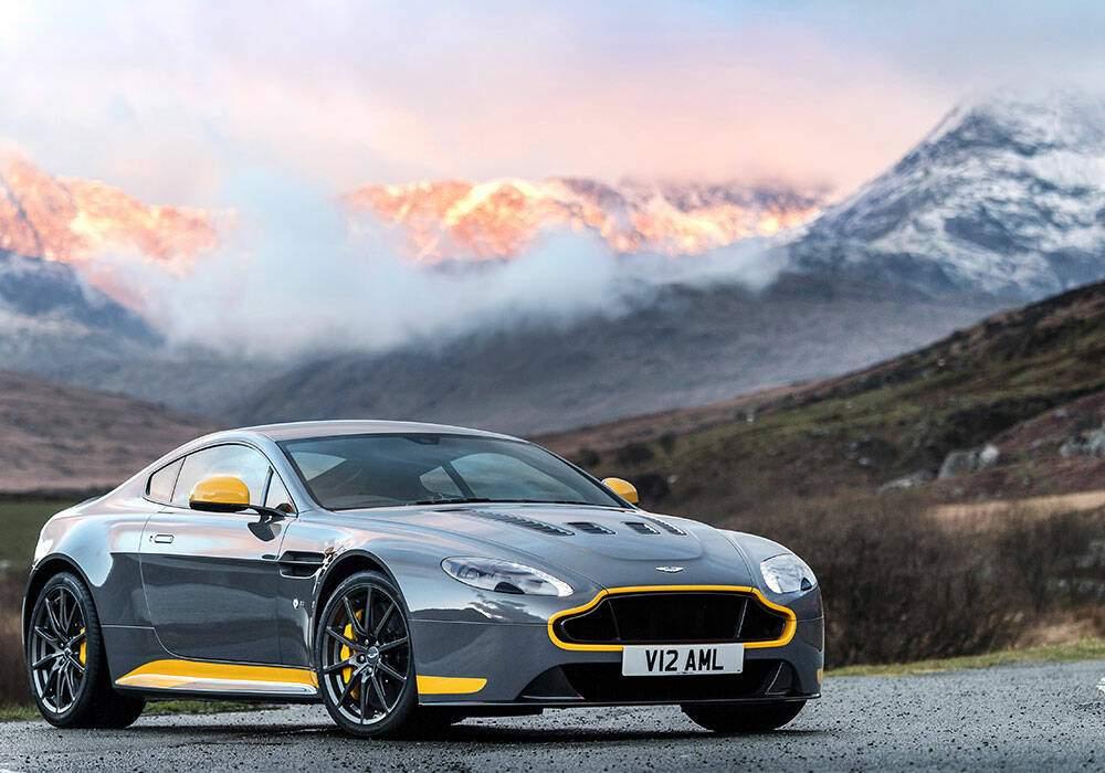 Aston Martin V12 Vantage S, en boîte manuelle