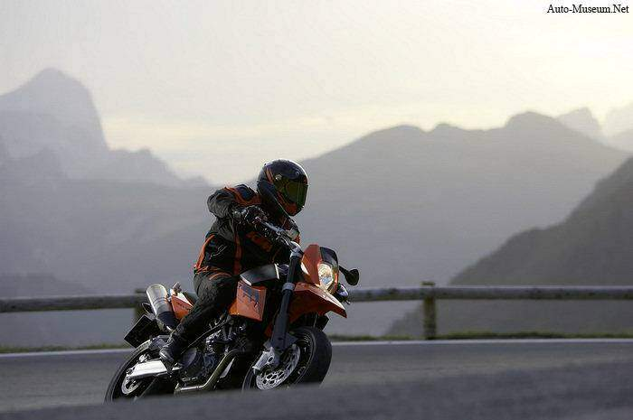 KTM 990 Supermoto (2008),  ajouté par nothing
