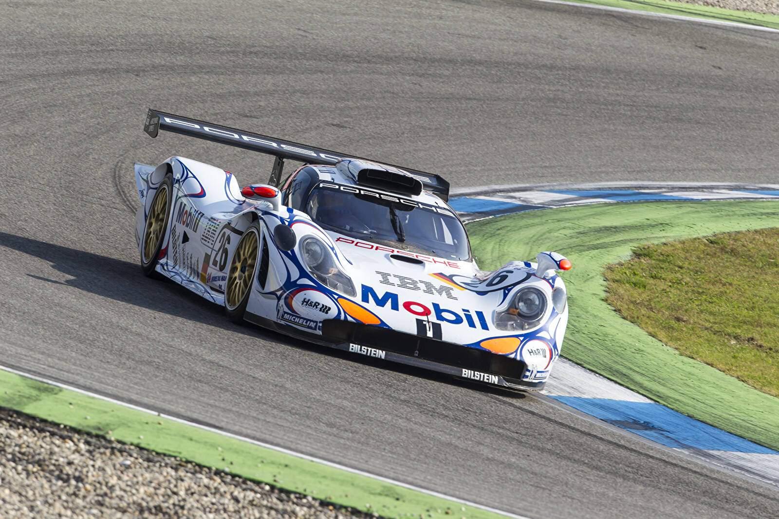 Porsche_911_GT1_98_1998-70163.jpg
