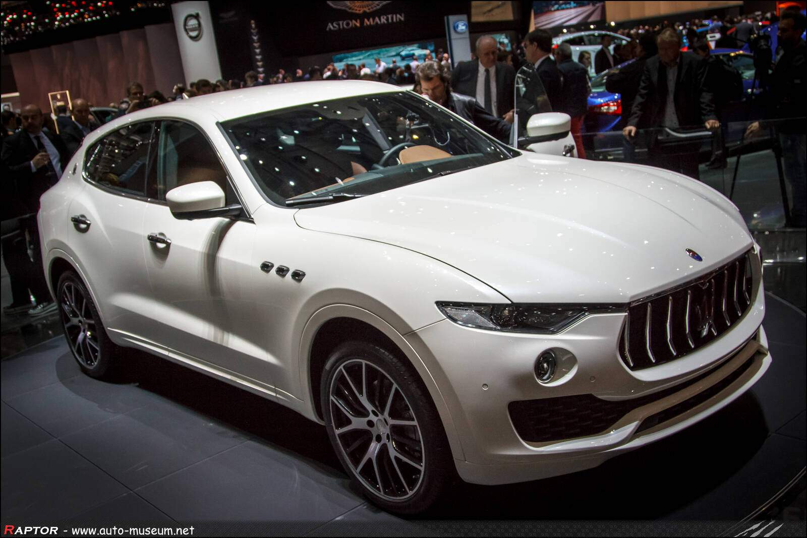 fiche technique maserati levante 2016. Black Bedroom Furniture Sets. Home Design Ideas
