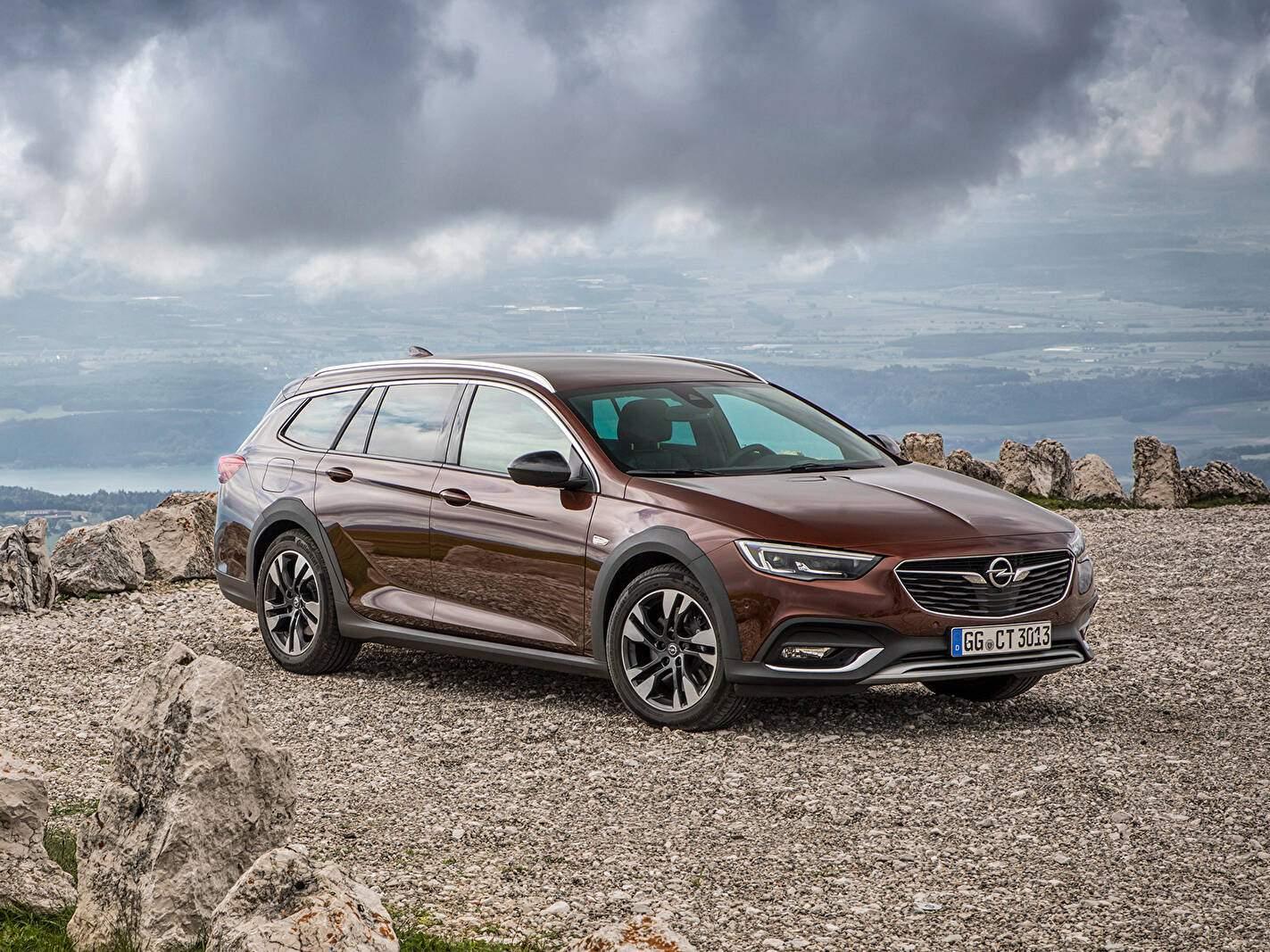 Opel Insignia II Country Tourer 2.0 BiTurbo D 210 (B) (2017),  ajouté par fox58