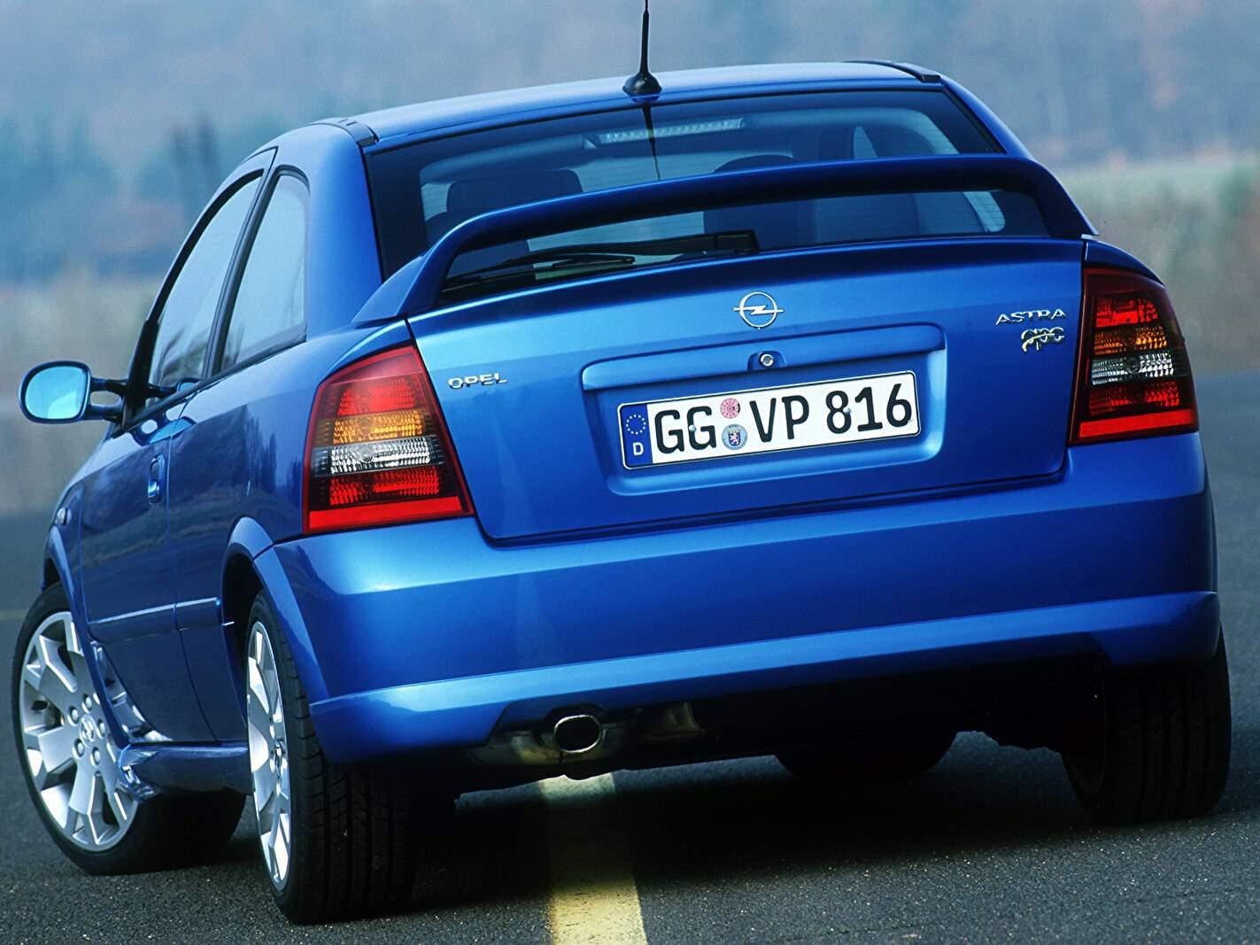 Opel Astra II OPC (2002-2005),  ajouté par fox58