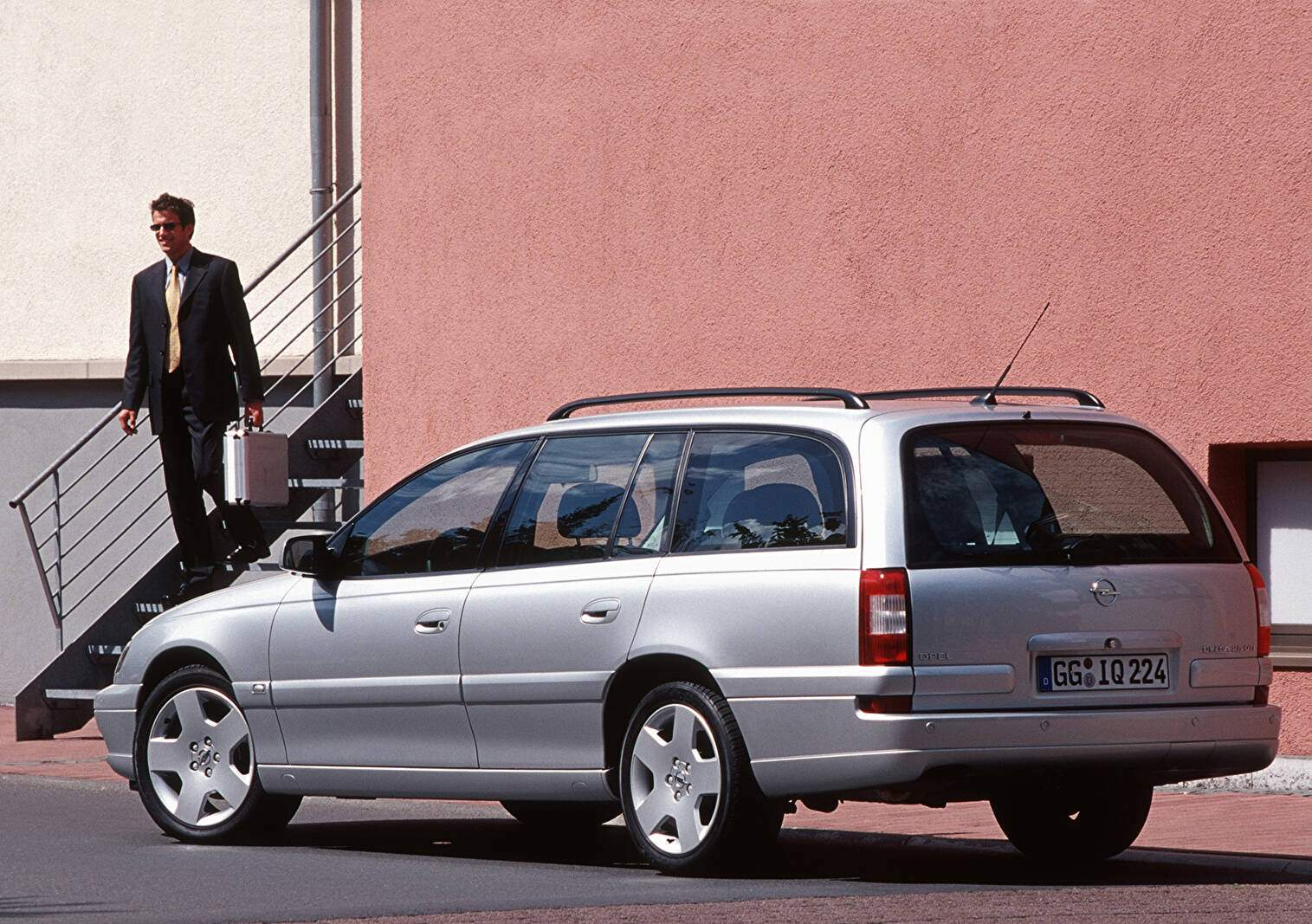 Opel Omega II Caravan 2.5 DTI 150 (B) (2001-2003),  ajouté par fox58